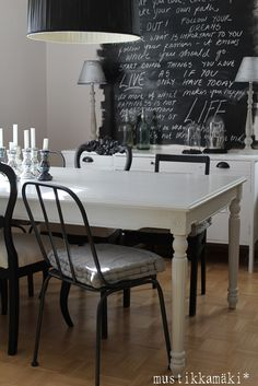 Diningroom, I so want the chalkboard so cool!