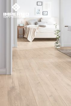 parquet flooring Meerlagig parket in een - flooring Bedroom Floor Tiles, Bedroom Wooden Floor, Bedroom Flooring, Wood Look Tile Floor, Wood Floor Design, Wood Tile Floors, Parquet Flooring, Wooden Floor Tiles, Wooden Floors Living Room