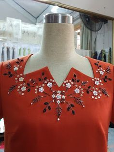 Kurti Embroidery Design, Embroidery Neck Designs, Bead Embroidery Patterns, Embroidery On Clothes, Embroidery Dress, Beaded Embroidery, Neck Designs For Suits, Neckline Designs, Sleeves Designs For Dresses