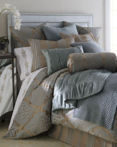 Fino Lino Linen & Lace Tiara Bedding, I could so see myself laying in that bed.