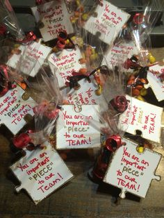 "Volleyball team snack using Reese's Pieces with a puzzle piece tag saying ""You… Cheerleading Gifts, Cheer Gifts, Volleyball Gifts, Volleyball Locker Decorations, Volleyball Snacks, Dance Team Gifts, Volleyball Drills, Volleyball Quotes, Basketball Gifts"