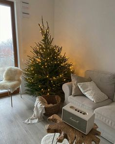 Image shared by Jarbas Jacare. Find images and videos on We Heart It - the app to get lost in what you love. Christmas Feeling, Cozy Christmas, Christmas Decorations, Holiday Decor, Christmas Aesthetic, Home And Deco, My New Room, Holiday Gift Guide, Holiday Gifts