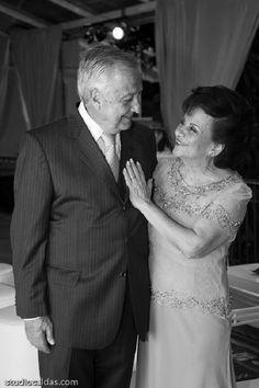 DÚVIDAS FREQUENTES – BODAS De papel ou de diamantes, todas as bodas merecem ser comemoradas em grande estilo! Mas na hora de planejar  a comemoração, muitos casais são assombrados por uma série de dúvidas… Chegou a hora de responder a todas elas…