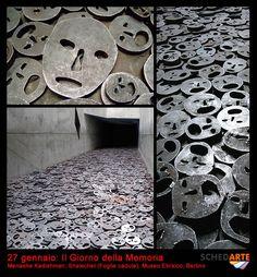 27 gennaio: Il Giorno della Memoria    L'artista israeliano Menashe Kadishman ha dedicato la sua opera non soltanto alle vittime della Shoah ma a tutte le vittime di guerra e violenze. I visitatori sono invitati a camminare sui 10.000 volti in acciaio punzonato e ad ascoltare il fragore prodotto dalle lastre di metallo che sbattono l'una contro l'altra.    Menashe Kadishman, Shalechet (Foglie cadute), Museo Ebraico, Berlino