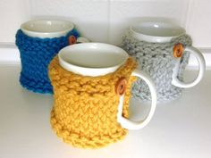 How to Loom Knit a Mug Coaster Cozy (DIY Tutorial) - Knitting for beginners,Knitting patterns,Knitting projects,Knitting cowl,Knitting blanket Round Loom Knitting, Loom Knitting Stitches, Knifty Knitter, Loom Knitting Projects, Arm Knitting, Yarn Projects, Knitting Bags, Knitting Machine, Cross Stitches