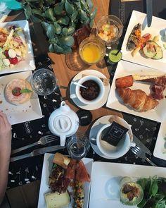 ... évidement on ne se laisse pas aller #teambouboule .  AUX GRANDS ENFANTS  restaurant / bar . Montpellier (34) . _____________________ #brunch #auxgrandsenfants #restaurant #food #foodlover #blogfood #foodblogger #foodporn #montpellier #pintademontpellier