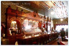 Banco del bar in legno di ciliegio all'Irma Hotel di Cody