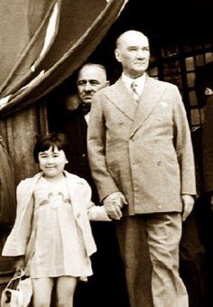 Türkiye Cumhuriyeti'nin kurucusu Mustafa Kemal Atatürk, cumhuriyetin onuncu yılı kutlamalarının yapıldığı 29 Ekim 1933 tarihinde verdiği 10. Yıl Nutku'nda, bu günü en büyük bayram olarak nitelendirilmiştir
