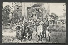 Bali Bride Costume Sacrifice Poera Dewa Indonesia 1910 in Collectibles, Postcards, International Cities & Towns Vintage Pictures, Old Pictures, Old Photos, Temple Bali, Bride Costume, Dutch East Indies, Wood Engraving, Balinese, Japan