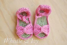 Bitty arco sandálias de bebê crochet padrão livre