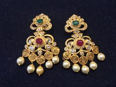 Must for brides. Gold Jhumka Earrings, Gold Earrings Designs, Gold Jewellery Design, Traditional Earrings, Simple Earrings, Wedding Jewelry, Jewelry Collection, Brides, Tops