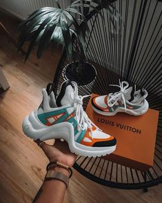 No matter how many fashion seasons pass, sneakers will always remain, especially now that the world needs Quality Fashion in […] Dad Shoes, Me Too Shoes, Cute Sneakers, Shoes Sneakers, Tumblr Sneakers, Chanel Sneakers, Sneakers Fashion, Fashion Shoes, Sneaker Store