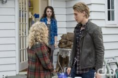 """The Carrie Diaries -- """"Under Pressure"""" -- Image Number: CD209a_132b.jpg -- Pictured (L-R): AnnaSophia Robb as Carrie, Stefania Owen as Dorrit and Austin Butler as Sebastian -- Photo: David Giesbrecht/The CW -- © 2013 The CW Network, LLC. All rights reserved."""