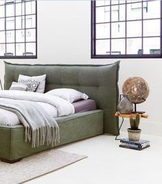 Maak je slaapkamer groen & romantisch dankzij het stoffen hoofdbord met kapnaden!