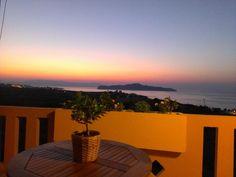 Romanza || Located on a hill among lush greenery, Romanza just 400 metres from the sea in Kalamaki area boasts panoramic views over the Cretan Sea and Theodorou Island.