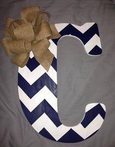 I want a Chevron letter door hanger! Chevron Wooden Letters, Painting Wooden Letters, Chevron Monogram, Floral Letters, Painted Letters, Wood Letters, Painted Doors, Chevron Letter, Letter Door Hangers