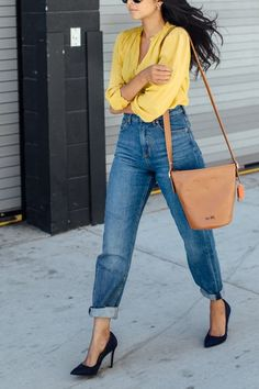 How to Wear Mom Jeans and Not Feel Like You're in That 'SNL' Skit via @PureWow