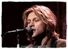 Jon Bon Jovi 1994 smile and singen :D