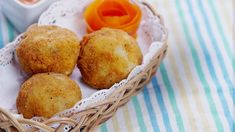 There's nothing bitter about this ballin' Dutch snack of deep-fried cheesy meatballs. Bitterballen Recipe, Cheesy Meatballs, Vegetarian Recipes, Healthy Recipes, Healthy Food, Dutch Recipes, Eggplant Recipes, Indonesian Food, Kitchen Recipes