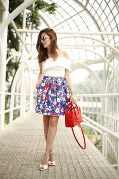 It's already that time of the year so I decided to share my holiday season outfit. A gorgeous leather floral skirt and white top.