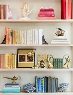 7 Dreamy organized bookshelves where the love of books meets style
