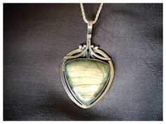 Hey, I found this really awesome Etsy listing at https://www.etsy.com/listing/171954539/labradorite-stone-pendant-labradorite