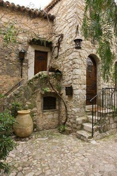 – Maison dans le village d'Eze. Beautiful Architecture, Beautiful Buildings, Beautiful Homes, Beautiful Places, Stone Cottages, Stone Houses, Style Toscan, Fachada Colonial, Tuscan Style