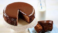 Bizcocho y cobertura de chocolate con leche Chocolate Milka, Nestle Chocolate, Chocolate Coating, Chocolate Desserts, Chocolate Lovers, Pudding Desserts, Dessert Recipes, Chocolates, Food Humor