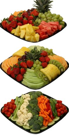 Deli fruit and veggie tray ideas Middle picture--slice fruit thinly but keep intact on tray. With Jason's fruit dip! Veggie Platters, Food Platters, Veggie Tray, Vegetable Trays, Party Platters, Diy Party Trays, Vegetable Tray Display, Fruit Decorations, Food Decoration