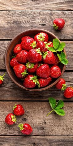 Juicy strawberries wallpaper for your iPhone 7 Plus from Everpix Healthy Fruits, Fruits And Vegetables, Healthy Snacks, Fruits Photos, Strawberry Fruit, Strawberries, Cherries, Fruit Photography, Still Life