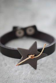 ★☆★ Brown leather bracelet with handmade porcelain star Ceramic Jewelry, Wooden Jewelry, Diy Jewelry, Beaded Jewelry, Jewelery, Jewelry Making, Leather Accessories, Leather Jewelry, Leather Craft