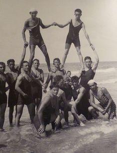 28 Retro Beach Photos That'll Make You Wanna Time Travel