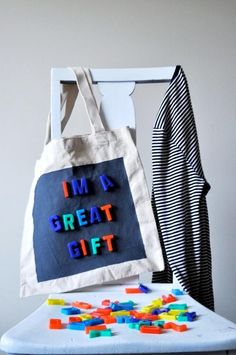 DIY Magnetic tote bag—this is so cute but I'd imagine not practical...those letters would brush off so easily unless they had super-strong magnets. Cute though!