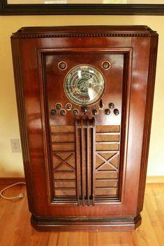 Retro Appliances, Retro Radios, Vintage House Plans, Old Time Radio, Antique Radio, Transistor Radio, Phonograph, Vintage Cameras, Old Tv