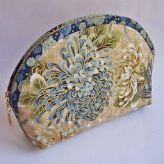 Косметичка ручной работы Золотая хризантема