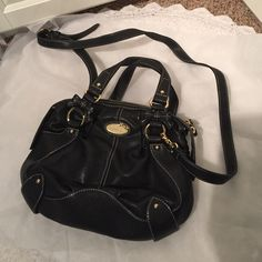 """Authentic Samantha Vega Bag Gorgeous authentic Samantha Vega bag! Staring from Japan! Samantha Thavasa/Vega is the Kate Spade of Japan. This bag is gorgeous- perfect cross-body style for daily use. Top handles and a removable strap! Measurements are 11"""" long  8.5"""" tall and about 4"""" wide . I love this bag- I just don't use it anymore. It is in Excellent condition ! Samantha Vega Bags Crossbody Bags"""