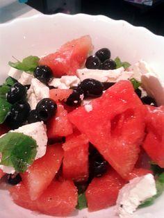 Sałatka z arbuzem, fetą i czarnymi oliwkami | Szef kuchni odleciał