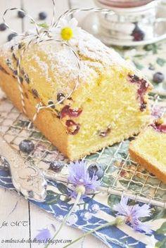 Z miłości do słodkości...: Ciasto cytrynowe z borówkami