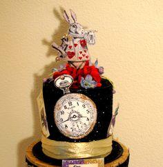 """""""Alice in Wonderland"""" Centerpiece Mad Hatter Party, Mad Hatter Tea, Mad Hatters, Alice In Wonderland Birthday, Alice In Wonderland Tea Party, Diy Crafts Vintage, Alice Tea Party, Decoration, Centerpieces"""
