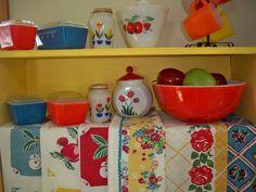 Items similar to Vintage Kitchen Red Tea Towel Cherries Apple Fruit Roses Tulip Primary Stripe Yellow Cherry Apple on Etsy Vintage Kitchenware, Vintage Dishes, Vintage Glassware, Vintage Pyrex, Vintage Bowls, Look Vintage, Vintage Decor, Retro Vintage, Old Kitchen
