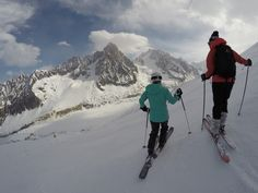 Ski season is nearing and we picked 5 tips you should know before booking any ski vacation. Colorado Resorts, Ski Vacation, Vacation Ideas, Cycling Backpack, Bicycle Bag, Ski Season, Girls Getaway, Travel Deals, Budget Travel