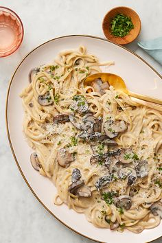 This Creamy Instant Pot Mushroom Pasta Practically Makes Itself — Kitchn Creamed Mushrooms, Stuffed Mushrooms, Stuffed Peppers, Campbells Mushroom Soup, Cream Of Mushroom Pasta, Mushroom Soup Recipes, Vegetarian Chili, Instant Pot Dinner Recipes, Creamy Pasta
