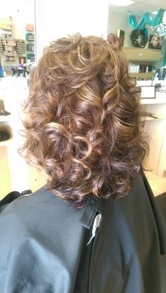 Color cut and style by me – friseur Haircuts For Medium Hair, Haircut For Thick Hair, Curly Hair Cuts, Short Hair Cuts, Curly Hair Styles, Medium Layered Hair, Medium Hair Cuts, Medium Hair Styles, Permed Hairstyles