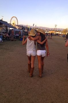 c0wgirls-dont-cry:  this was taken at the country music fest near where i live… i could recognize those mountains anywhere       (via TumbleOn)