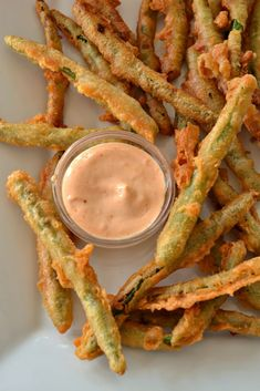 Crispy Fried Green Beans with Sriracha Mayo is a must-try! Fresh and tender green beans are coated in a beer batter then flash fried to golden perfection. Enjoy warm with a sriracha mayo! Pin this quick and easy appetizer recipe for later! Green Bean Recipes, Veggie Recipes, New Recipes, Cooking Recipes, Favorite Recipes, Quick Green Bean Recipe, Fresh Green Beans Recipe, Cooking Fresh Green Beans, Kraft Recipes