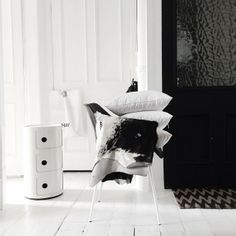 Kartell Componibili   Black and White