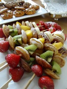 Skewers with poffertjes and fruit- - Snacks Für Party, Fruit Snacks, Fruit Recipes, Healthy Snacks, Cooking Recipes, I Love Food, Good Food, Yummy Food, Dessert Aux Fruits