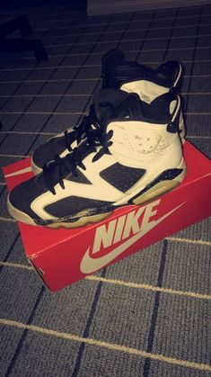 timeless design eee54 609a4 Brand new pair of Genuine NIKE Air Jordan 6 Retro Hi OG Black Infrared  384664 060 Colourway -Black Infrared Genuine Nike Air Jordan.