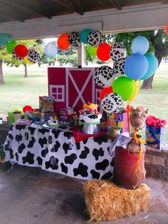 Tips and Trick on Birthday Party Ideas Farm Animal Party, Farm Animal Birthday, Barnyard Party, Cowboy Birthday, 1st Boy Birthday, Toddler Birthday Themes, Petting Zoo Birthday Party, Birthday Ideas, Mcdonalds Birthday Party