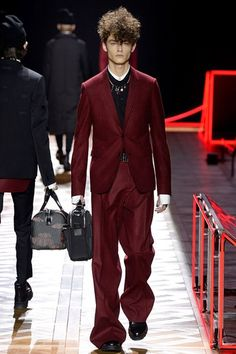 Paris fashion week  Dior Homme winter- autumn collection  Men - menswear - fashion - trends - runway - Lfw - Nyfw - style - homme - couture - moda - masculina - men's - fashionista - trending - black - white - shoes - coat - pants - beige - gold - suit - wine - shirt - socks - stripes - belt - gloves - leather - red-